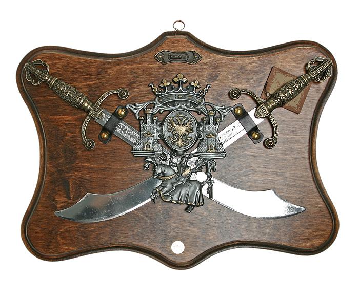 Коллаж Рыцарские трофеи, 38 х 29 см67440Коллаж выполнен в виде деревянного поля с расположенными на нем перекрещенными мечами и пышно декорированным рыцарским гербом, украшенном чернением и чеканкой. Сувенирное оружие - это великолепная идея для подарка любимому мужчине или особого презента партнеру по бизнесу! Если Вы заядлый коллекционер, то добавление нового декоративного оружия к своей коллекции будет ярким и приятным моментом в Вашей жизни. Сувенирное оружие - это оригинальное украшение вашей квартиры или офиса. Оно станет прекрасным дополнением интерьера, придаст ему изысканности, стиля и вместе с тем брутальной мужественности! Характеристики: Материал: дерево, металл (сплав латуни). Производитель: La Balestra (Италия). Размер:38 х 29 см. Артикул: 31668.