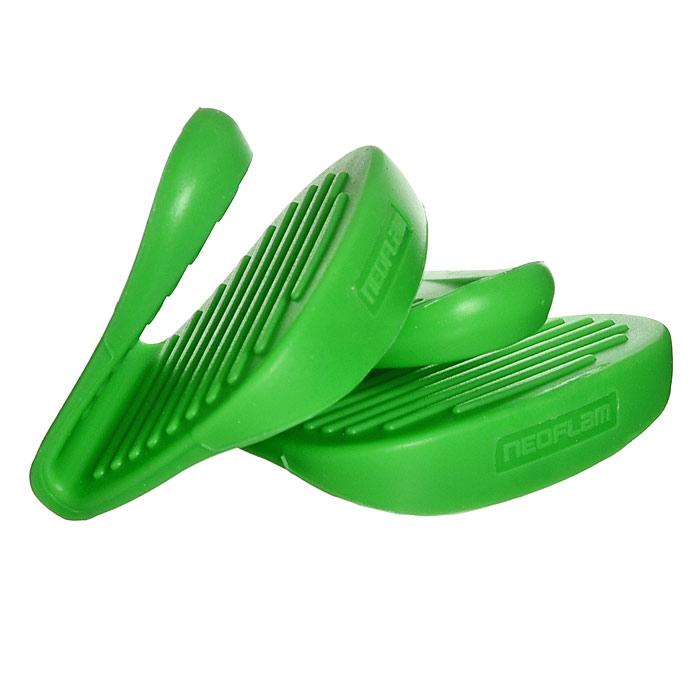 Набор прихваток Frybest, цвет:зеленый SG002AMC-00070Набор прихваток Frybest, изготовленных из термостойкого прочного силикона зеленого цвета, выполнен в ярком дизайне. Эргономичная форма и рифленая поверхность позволяют без труда переносить горячую посуду. Приятные на ощупь, гигиеничные, прихватки выдерживают большой перепад температур от -40С до 250С. Легко моются в посудомоечной машине. С помощью такого набора ваши руки будут защищены, когда вы будете ставить или доставать выпечку. Характеристики:Цвет: зеленый. Материал: силикон. Размер прихватки: 7,5 см х 6 см. Комплектация:2 шт. Размер упаковки:7,5 см х 8 см х 3 см. Изготовитель:Китай. Артикул:SG-002.