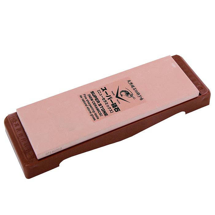 Камень точильный Super, финишный, # 300054 009312Точильный камень Super предназначен для заточки кухонных ножей. Камень имеет мелкозернистую поверхность, которая подходит для окончательной заточки и полировки лезвия. Перед использованием камень необходимо замочить в воде на 3-5 минут. Точильный камень закреплен на пластиковой подставке. Характеристики:Материал:абразивные материалы, пластик. Размер камня:20,8 см х 7 см х 1 см.Зернистость:# 3000. Размер подставки:24,5 см х 2,3 см х 7,8 см.Размер упаковки: 25,5 см х 4 см х 8,5 см. Производитель: Япония. Артикул: IN-2030.