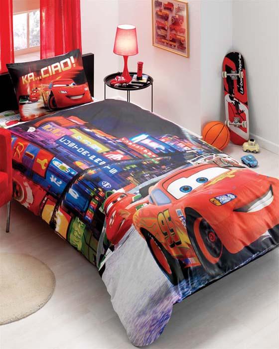 Постельное белье Cars 2 Movie (детский КПБ, ранфорс, наволочка 50х70)531-105Комплект детского постельного белья Cars 2 Movie подарит вашему ребенку встречу с любимыми героями полюбившихся мультфильмов и порадует яркостью и красочностью дизайна. Постельное белье выполнено из высококачественного ранфорса и имеет двойной рисунок. Комплект состоит из пододеяльника, простыни и наволочки.Ранфорс - это ткань из 100% натурального хлопка. Мягкость и нежность материала создает чувство комфорта и защищенности. Красивый рисунок постельного белья дарит настроение, ощущение доброго домашнего тепла. Классический натуральный природный материал делает это постельное белье нежным, элегантным и приятным. Характеристики:Материал: рафорс (100% хлопок). Изготовитель: Россия. Размер упаковки:34 см х 14 см х 15 см. В комплект входят:Пододеяльник - 1 шт. Размер:160 см х 220 см. Простыня - 1 шт.Размер:180 см х 260 см. Наволочка - 1 шт. Размер:50 см х 70 см. Продукция торговой марки ТАС производится турецким холдингом ZORLU. Она завоевала доверие российских покупателей высоким качеством продукции и тщательно разрабатываемой коллекцией текстильных изделий. Комплекты постельного белья из хлопка приятно удивят покупателей мягкостью и нежностью ткани, яркостью расцветок, оригинальностью дизайнов.