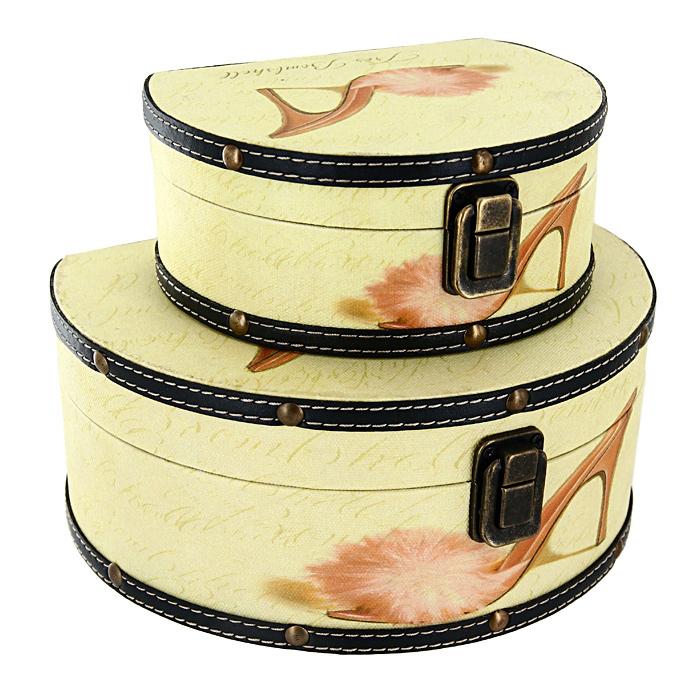 Набор шкатулок Roura Decoracion, 2 шт. 34551FS-80299Набор Roura Decoracion состоит из 2 оригинальных шкатулок разных размеров.Каждая шкатулка представляет собой деревянный сундучок светло-желтого цвета, отделанный искусственной кожей с рисунком в виде туфельки. Шкатулки надежно закрываются на металлический замок.Набор шкатулок Roura Decoracion, непременно, понравится всем любительницам изысканных вещей. В шкатулках можно хранить памятные предметы, документы или любые другие мелочи.Сочетание оригинального дизайна и функциональности делает набор шкатулок Roura Decoracion практичным и стильным подарком и предметом гордости его обладательницы. Характеристики: Материал: МДФ, кожзаменитель, металл.Размер большой шкатулки: 17 см x 21 см x 9,5 см.Размер малой шкатулки: 15,5 см x 12 см x 6,5 см.Размер упаковки: 22 см x 19 см x 10 см.Производитель:Испания. Артикул:34551.