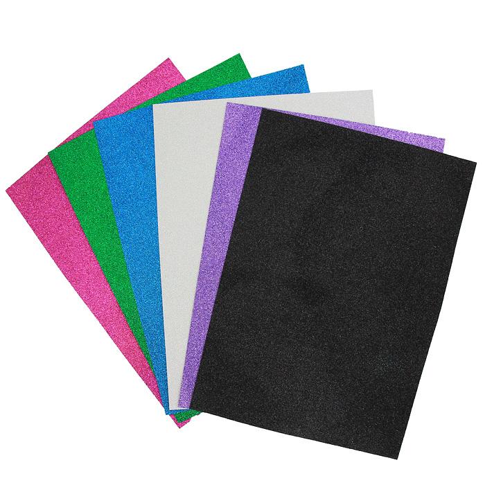 """Набор цветной сверкающей бумаги """"Fancy"""" прекрасно подходит для изготовления эксклюзивных подарков, открыток и многого другого. Детали, вырезанные из такой бумаги, эффектно смотрятся на открытках, аппликациях и других всевозможных поделках. В набор входит бумага синего, зеленого, черного, сиреневого, светло-розового и розового цветов. Работа с набором развивает мелкую моторику, усидчивость и формирует художественный вкус."""