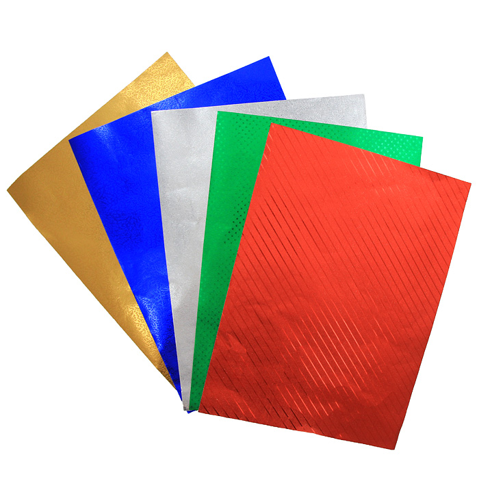 """Набор цветной фольгированной бумаги """"Fancy"""" прекрасно подходит для изготовления эксклюзивных подарков, открыток и многого другого. Детали, вырезанные из такой бумаги, эффектно смотрятся на открытках, аппликациях и других всевозможных поделках. В набор входит фольгированная бумага с тиснением красного, зеленого, синего, серебристого и желтого цветов. Работа с набором развивает мелкую моторику, усидчивость и формирует художественный вкус."""