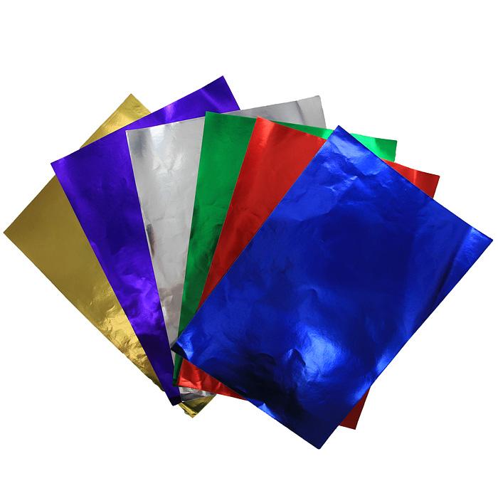 """Набор цветной фольгированной бумаги """"Fancy"""" прекрасно подходит для изготовления эксклюзивных подарков, открыток и многого другого. Детали, вырезанные из такой бумаги, эффектно смотрятся на открытках, аппликациях и других всевозможных поделках. В набор входит фольгированная бумага красного, зеленого, серебристого, фиолетового, желтого и синего цветов. Работа с набором развивает мелкую моторику, усидчивость и формирует художественный вкус."""