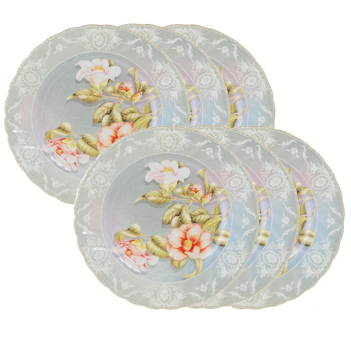 Набор десертных тарелок Нюанс, 6 шт115510Набор Нюанс состоит из шести десертных тарелок, выполненных из высококачественного фарфора. Тарелки оформлены красочным рисунком, на котором изображены цветы, а по краю декорированы оригинальным узором и золотистой каймой. Они сочетают в себе изысканный дизайн с максимальной функциональностью. Оригинальность оформления придется по вкусу и ценителям классики, и тем, кто предпочитает утонченность и изящность.Набор тарелок Нюанс станет украшением сервировки вашего стола, а также послужит замечательным подарком к любому празднику. Тарелки упакованы в стильную подарочную коробку из плотного картона нежного розового цвета. Характеристики:Материал: фарфор. Диаметр тарелки:19,5 см. Комплектация:6 шт. Размер упаковки:20,5 см х 8,5 см х 20,5 см. Производитель:Китай. Артикул:111126.