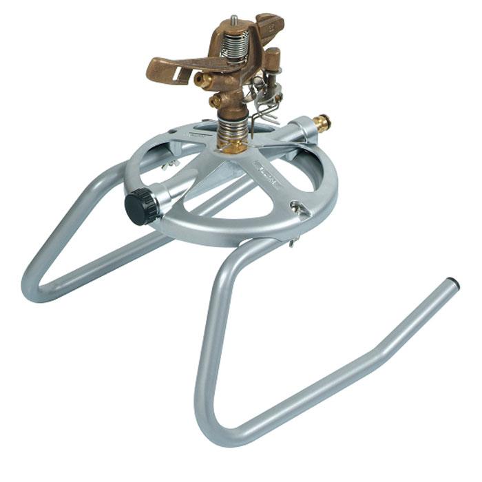 Дождеватель Boutte, круговой, на саняхДС.060089Круговой дождеватель Boutte обеспечит равномерный полив садового участка. Он представляет собой прочную конструкцию, выполненную из высококачественного металла. Дождеватель совершает вращение вокруг себя, поэтому распыление воды происходит на 360°, также возможна настройка частичного полива участка. Насадка оснащена двумя разбрызгивателями. Благодаря специальным саням дождеватель легко устанавливается на грядках. При необходимости переставить дождеватель на другое место, достаточно потянуть за шланг и он передвинется. Характеристики:Материал:металл, пластик. Общий размер (Ш х В х Д):31 см х 32 см х 32 см. Резьба для головки дождевателя:3/4. Производитель:Франция. Артикул: 805525.