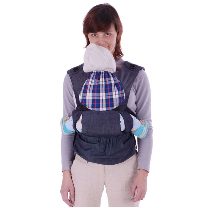 """Слинг-рюкзак """"Бебимобиль Хип"""" простой и удобный в использовании для активных пап и мам. Идеален для переноски детей в возрасте от 4-х месяцев до 3-4 лет. Наиболее яркая особенность рюкзачка - регулируемая ширина сидения. Достаточно его немного раздвинуть и можно носить подросших детишек. Мягкое, удобное сидение подхватывает ребенка под коленки, обеспечивая физиологичную посадку с широко разведенными ножками. Вес малыша при этом распределяется равномерно, снижая до минимума нагрузку на нижние отделы позвоночника и тазобедренные суставы. Кроме того, в """"БебиМобиле"""" вы можете носить своего кроху как в рюкзаке за спиной. Пояс анатомической формы защищает спину родителей от нагрузки за счет перераспределения веса с плеч на бедра. Конструктивная особенность слинга-рюкзака """"Бебимобиль Хип"""" - возможность носить ребенка лицом от себя. Благодаря этому расширяются возможности удовлетворить любознательность ребенка и избежать одностороннего развития мышц при повороте шеи малыша. ..."""