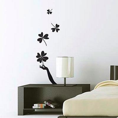 Стикер Paristic Поймай удачу, цвет: черный, 100 х 32 смTHN132NСтикер Paristic Поймай удачу - это уникальная возможность создать неповторимый индивидуальный облик интерьера вашего дома. Стикер, изображающий руку, ловящую листья клевера, выполнен из матового винила - тонкого эластичного материала, который хорошо прилегает к любым гладким и чистым поверхностям, легко моется и держится до семи лет, при снятии не оставляет следов. Изображения можно разделить и, разместив их в разных местах, создать целую композицию.Такой оригинальный элемент декора придаст интерьеру креативность и новое настроение и станет великолепным украшением, притягивающим заинтересованные взгляды окружающих.В комплекте со стикером предусмотрена подробная инструкция по наклеиванию (на русском языке). Характеристики: Материал:винил. Цвет:черный. Размер стикера (В х Ш): 100 см х 32 см. Размер упаковки: 48,5 см х 35 см.Производитель: Франция. Paristic - это стикеры высокого качества. Художественно выполненные стикеры, создающие эффект обмана зрения, дают необычную возможность использовать в своем интерьере элементы городского пейзажа. Продукция представлена широким ассортиментом - в зависимости от формы выбранного рисунка и от Ваших предпочтений стикеры могут иметь разный размер и разный цвет (12 вариантов помимо классического черного и белого). В коллекции Paristic - авторские работы от урбанистических зарисовок и узнаваемых парижских мотивов до природных и графических объектов. Идеи французских дизайнеров украсят любой интерьер: Paristic -это простой и оригинальный способ создать уникальную атмосферу как в современной гостиной и детской комнате, так и в офисе.В настоящее время производство стикеров Paristic ведется в России при строгом соблюдении качества продукции и по оригинальному французскому дизайну.