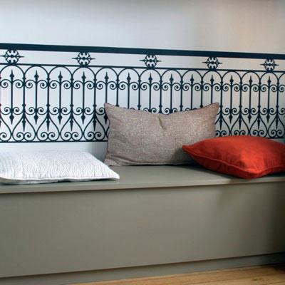 Стикер Paristic Балюстрада, цвет: черный, 45 х 100 смRG-D31SСтикер Paristic Балюстрада - это уникальная возможность создать неповторимый индивидуальный облик интерьера вашего дома. Стикер с изображением балюстрады выполнен из матового винила - тонкого эластичного материала, который хорошо прилегает к любым гладким и чистым поверхностям, легко моется и держится до семи лет, при снятии не оставлет следов. Такой оригинальный элемент декора придаст интерьеру креативность и новое настроение и станет великолепным украшением, притягивающим заинтересованные взгляды окружающих.В комплекте со стикером предусмотрена подробная инструкция по наклеиванию (на русском языке). Характеристики: Материал:винил. Цвет:черный.Размер стикера (В х Ш): 45 см х 100 см. Размер упаковки: 79 см х 11 см x 6 см. Производитель: Франция. Paristic - это стикеры высокого качества. Художественно выполненные стикеры, создающие эффект обмана зрения, дают необычную возможность использовать в своем интерьере элементы городского пейзажа. Продукция представлена широким ассортиментом - в зависимости от формы выбранного рисунка и от Ваших предпочтений стикеры могут иметь разный размер и разный цвет (12 вариантов помимо классического черного и белого). В коллекции Paristic - авторские работы от урбанистических зарисовок и узнаваемых парижских мотивов до природных и графических объектов. Идеи французских дизайнеров украсят любой интерьер: Paristic -это простой и оригинальный способ создать уникальную атмосферу как в современной гостиной и детской комнате, так и в офисе.В настоящее время производство стикеров Paristic ведется в России при строгом соблюдении качества продукции и по оригинальному французскому дизайну