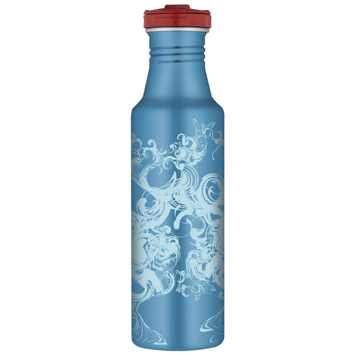 Фляжка Roho для напитков, цвет: голубой, 700 млKOCAc6009LEDПрактичная и удобная фляжка Roho прекрасно подойдет для транспортировки различных напитков. Она будет незаменим во время путешествий, поездок на пикник или на дачу. Особенности фляжки Roho: изготовлена из высококачественной нержавеющей стали, с одной стенкой пластиковые детали не содержат Бисфенол А завинчивающаяся крышка с защитой от протекания позволяет открывать фляжку одной рукой, нажав кнопку специальное пластиковое кольцо, расположенное на крышке, делает удобной переноску фляжки широкое горлышко подходит для кусочков льда, а также делает более легкой чистку изделия благодаря эргономичному дизайну корпуса фляжки, ее удобно держать в руке фляжка достаточно высокая, что не дает руке замерзнуть стильное оформление корпуса можно безопасно мыть в посудомоечной машине. Характеристики:Материал: нержавеющая сталь, пластик, силикон. Объем фляжки: 700 мл. Высота фляжки (с учетом крышки): 25 см. Диаметр основания фляжки:6,5 см. Цвет:голубой. Производитель:Китай. Артикул:100986.