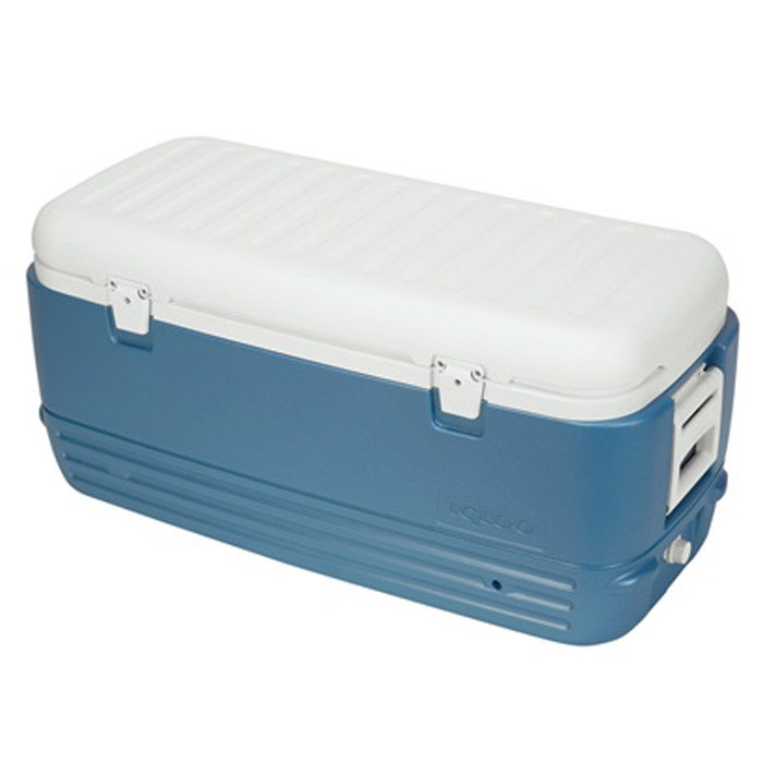 Изотермический пластиковый контейнер Igloo MaxCold 120AS 25Изотермический пластиковый контейнер Igloo MaxCold 120 предназначен для хранения или транспортировки охлажденных продуктов и напитков. Для поддержания температуры рекомендуется использовать с аккумуляторами холода.Особенности модели:Крышка надежно фиксируется замками;Резьбовая сливная пробка для отвода конденсата;Двойная пенная изоляция корпуса и крышки UltraTherm позволяет хранить лед 5 дней при 30°С;Удобные складные ручки для переноски.Сохранение температурного режима до 72 часов при использовании аккумуляторов холода. Характеристики: Внешний размер контейнера: 98 см х 47 см х 46 см. Внутренний размер контейнера (ДхШхВ): 35 см х 87 см х 29 см. Толщина стенок контейнера, max: 4 см. Вес устройства: 8,44 кг. Объем: 120 л (полезный объем 113,5 л). Изготовитель: США.