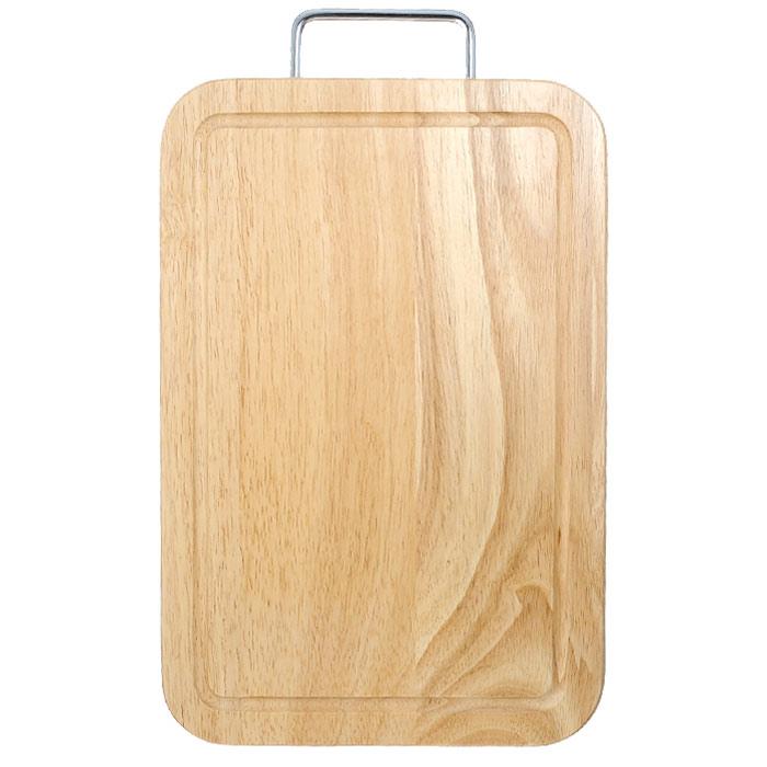 Доска разделочная Oriental way 38 х 25см 9/801FD-561Прямоугольная разделочная доска Oriental way с металлической ручкой изготовлена из высококачественной древесины гевеи. Доска имеет углубление для стока жидкости вдоль края. Прекрасно подходит для приготовления и сервировки пищи.Особенности разделочной доски Oriental way: высокое качество шлифовки поверхности изделий, двухслойное покрытие пищевым лаком, безопасным для здоровья человека, степень влажность 8-10%, не трескается и не рассыхается, высокая плотность структуры древесины, устойчива к механическим воздействиям, не предназначена для мытья в посудомоечной машине.Характеристики: Материал: дерево, металл. Размер (без учета ручки): 38 см х 25 см х 2 см. Производитель: Тайланд. Артикул: 9/801. Торговая марка Oriental way известна на рынке с 1996 года. Эта марка объединяет товары для кухни, изготовленные из дерева и других материалов. Все товары марки Oriental way являются безопасными для здоровья, экологичными, прочными и долговечными в использовании.