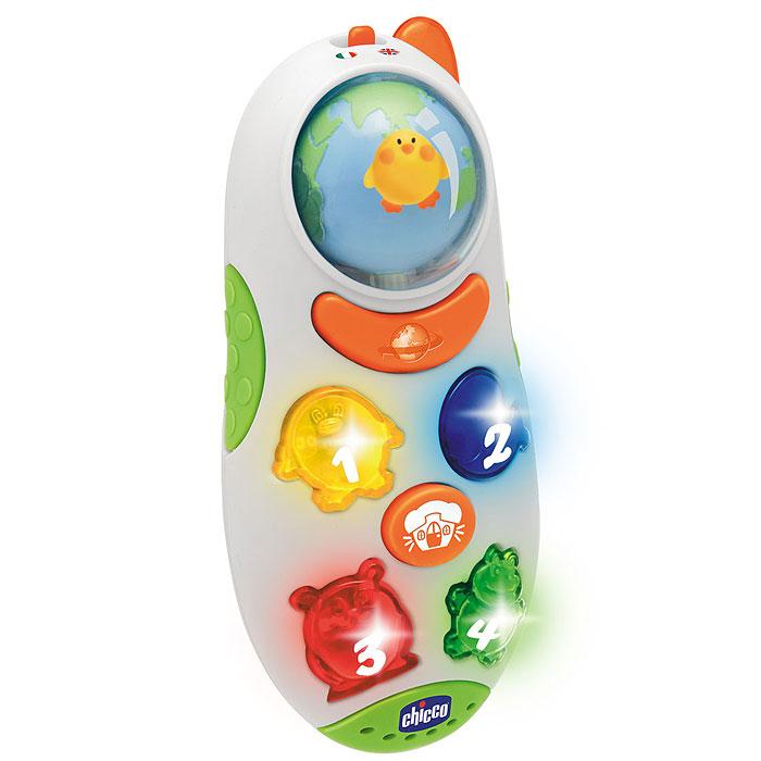 """Развивающая игрушка Chicco """"Говорящий телефон"""" - веселая познавательная игрушка для малышей, которая в веселой игровой форме познакомит вашего ребенка с первыми словами, первыми цифрами и звуками животных. Телефон выполнен в ярких цветах с множеством развивающих элементов: четыре светящиеся кнопочки в виде фигурок животных, при нажатии на которые малыш услышит название цифры, соответствующей данной кнопке, забавный звук животного и веселую мелодию. Также на телефоне расположены кнопка с изображением планеты, при нажатии на которую начинает вращаться шарик, выполненный в виде планеты, с изображением животных и звучит веселый стишок, кнопка с изображением домика, при нажатии на которую малыш услышит звонок телефона и фразу """"Алло, кто это?"""", и светящаяся кнопочка, выполненная в виде антенны. Если не трогать телефон некоторое время, то малыш услышит """"Пока-пока"""" и телефон уйдет в режим ожидания. Телефон небольшого размера и очень легкий, так что ваш малыш сможет брать его с..."""