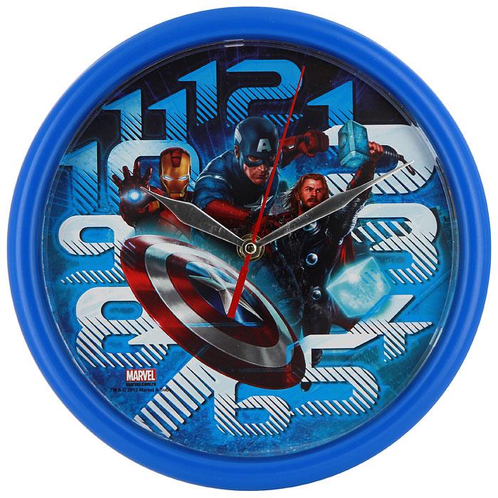 """Яркие настенные часы Marvel """"Мстители"""" с надежным кварцевым механизмом - это не только функциональное устройство, но и оригинальный элемент декора, который великолепно впишется в интерьер детской комнаты. Круглые пластиковые часы имеют три стрелки: часовую, минутную и секундную, их циферблат оформлен изображением знаменитых супергероев."""