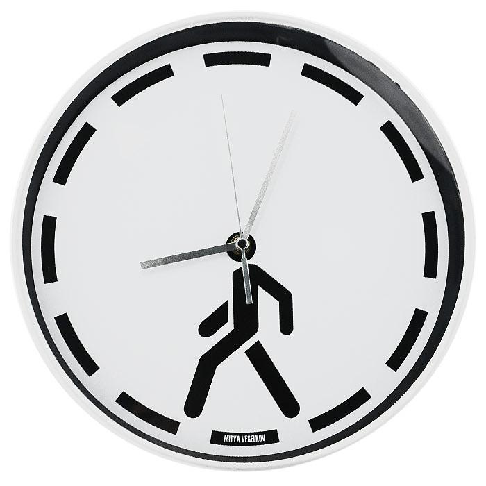 Часы настенные Mitya Veselkov Пешеход94672Настенные часы Mitya Veselkov Пешеход, выполненные из пластика, оформлены изображением черной пунктирной линии и человека на белом фоне, имеют три стрелки - часовую, минутную и секундную. Циферблат часов защищен прозрачным пластиком и имеет металлическую серебристую окантовку.Часы Mitya Veselkov Пешеход созданы для современных людей, которые стремятся подчеркнуть свою индивидуальность в интерьере.Такие часы послужат отличным подарком для ценителя стильных и необычных вещей. Характеристики: Материал: металл, пластик. Диаметр часов: 30 см. Толщина часов: 4,5 см. Размер упаковки: 38 см х 37,5 см х 4,5 см. Артикул: MV-NAST45. Идея компании Mitya Veselkov возникла совершенно случайно. Просто один творческий человек и талантливый организатор решил делать людям необычные часы. Затем родилась идея открыть магазин и дать другим людям возможность приобретения этого красивого продукта. Теперь Mitya Veselkov - перспективный коммерческий проект, создающий не только часы, но и сумки, подушки, футболки и даже запонки. Часы, вещи и сувениры от Mitya Veselkov - это вещи с изюминкой, которые ценны своим оригинальным дизайном. Рекомендуется докупить батарейку типа АА (товар комплектуется демонстрационной).