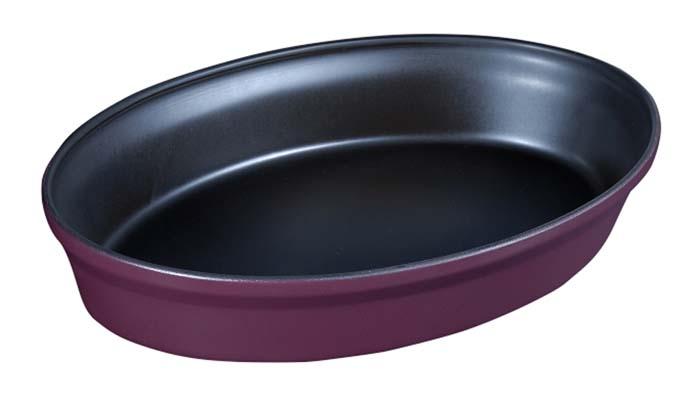 Форма для запекания Ceraflame, цвет: сливовый, 31 см х 21 см94672Овальная форма Ceraflame, выполненная из высококачественной керамики, будет отличным выбором для всех любителей домашней выпечки. Благодаря уникальному свойству керамики долго сохранять тепло, форма идеальна не только для приготовления пищи, но и для сервировки. Ваши блюда будут долго оставаться горячими после того, как вы подадите их на стол. Емкость идеальна для запекания в духовке птицы и мяса, для приготовления лазаньи, запеканки и даже пирогов. Керамика, из которой выполнена форма, устойчива к резким перепадам температур, способна выдерживать очень высокие температуры, сохраняет аромат и полезные свойства. Форму можно использовать на открытом огне, на газовой или электрической печи, в микроволновой или конвекционной печи, в морозильной камере или посудомоечной машине.Форма покрыта уникальной гладкой эмалью, устойчивой к трещинам и царапинам. Непористая поверхность исключает образование бактерий, великолепно моется, и будет оставаться новой и блестящей даже после использования абразивных губок и чистящих средств.Форма выполнена из экологически чистых материалов, поэтому в процессе эксплуатации не выделяет вредных веществ. С формой Ceraflame вы всегда сможете порадовать своих близких оригинальной выпечкой. Характеристики: Материал: керамика. Цвет:сливовый. Размер формы: 31 см х 21 см х 5,5 см. Объем формы:1,6 л. Размер упаковки:22 см х 6,5 см х 33 см. Артикул:A408102.