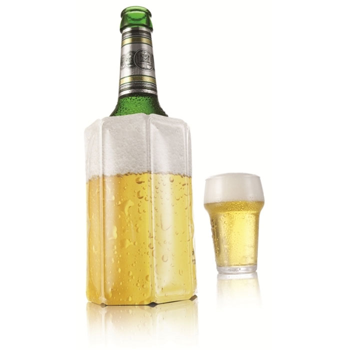 Охладительная рубашка VacuVin Rapid Ice для пива, 0,33-0,50 лDA040250Охладительная рубашка для пива VacuVin Rapid Ice представляет собой очень холодный мягкий футляр, позволяющий в среднем за 5 минут охладить бутылку воды или пива емкостью 0,33-0,50 л от комнатной температуры до необходимой и поддерживать ее несколько часов. Охладительная рубашка оформлена изображением пива с пеной. Вы просто помещаете охладительную рубашку в морозильную камеру, а когда вам потребуется, достаете и одеваете на бутылку, и пиво остается холодным в течение нескольких часов. Это свойство достигается благодаря нетоксичному гелю, содержащемуся внутри рубашки. Данное изделие может использоваться сотни раз и не трескается под действием низкой температуры. Характеристики:Материал: ПВХ, гель. Высота охладительной рубашки: 13,5 см. Диаметр охладительной рубашки: 9 см. Размер упаковки: 16 см х 11,5 см х 3 см. Производитель: Нидерланды. Артикул: 3854960.