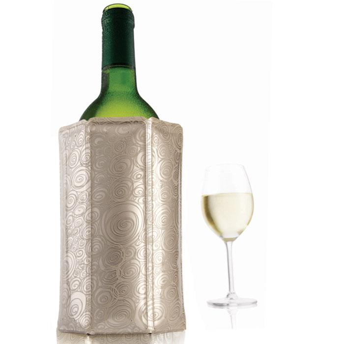 Охладительная рубашка VacuVin Rapid Ice для вина, цвет: платина, 0,75 л3880562Оригинальная охладительная рубашка для вина VacuVin Rapid Ice представляет собой очень холодный мягкий футляр, позволяющий в среднем за 5 минут охладить бутылку вина емкостью 0,75 л от комнатной температуры до необходимой и поддерживать ее несколько часов. Вы просто помещаете охладительную рубашку в морозилку, а когда вам требуется быстро охладить бутылку вина, вы ее достаете и одеваете на бутылку, и вино остается холодным в течение нескольких часов. Это свойство достигается благодаря нетоксичному гелю, содержащемуся внутри рубашки. Данное изделие может использоваться сотни раз и не трескается под воздействием низкой температуры. Характеристики:Материал: ПВХ, гель. Высота охладительной рубашки: 17,5 см. Диаметр охладительной рубашки: 11 см. Размер упаковки: 21,5 см х 14,5 см х 3 см. Производитель: Нидерланды. Артикул: 3880562.