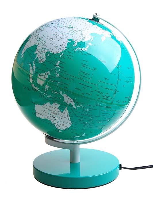Глобус - это стильный настольный сувенир, который станет неповторимым украшением вашего рабочего кабинета! Глобус выполнен из пластика, изнутри подсвечивается. Сувенирный глобус - великолепная идея для подарка друзьям и коллегам!