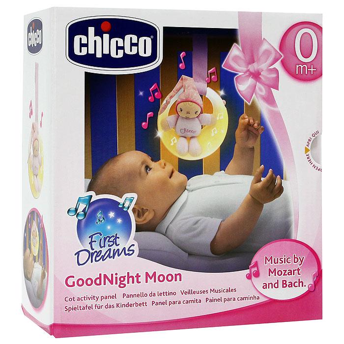 """Музыкальная подвеска на кроватку Chicco (Чико) """"Спокойной ночи"""" выполнена в виде луны розово-голубого цвета с маленькой мягкой игрушкой в виде малыша в комбинезоне и колпаке, сидящего на луне. Подвеска будет расслабляюще действовать на ребенка, благодаря тусклому свету и классическим мелодиям. Подвеска оснащена двумя режимами, переключающими с помощью кнопочки: первый режим - музыка и свет, действующий в течение пяти минут и второй режим - только свет, также действующий в течение пяти минут. Огоньки на подвеске загораются и переливаются в такт колыбельной музыке. Музыкальную подвеску можно прикрепить к кроватке при помощи специальной ленточки."""