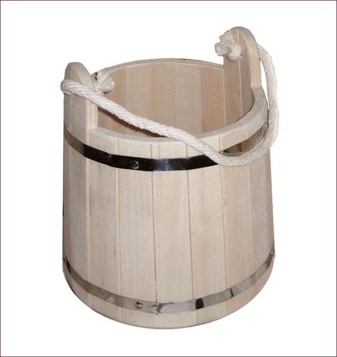 Ведро Банные штучки, 9 л531-105Деревянное ведро Банные штучки является одной из тех приятных мелочей, без которых не обойтись при принятии банных процедур. Корпус ведра состоит из металлических обручей, стянутых клепками. Для удобства при переноске ведро оснащено ручкой из веревки.Ведро прекрасно подойдет для обливания, замачивания веника или других банных процедур.Интересная штука - баня. Место, где одинаково хорошо и в компании, и в одиночестве. Перекресток, казалось бы, разных направлений - общение и здоровье. Приятное и полезное. И всегда в позитиве. Характеристики:Материал: дерево (липа), металл, текстиль. Объем: 9 л. Диаметр основания ведра: 28,5 см. Диаметр ведра по верхнему краю: 24 см. Высота ведра (с учетом ушек): 30 см. Высота ведра (без учета ушек): 25 см. Артикул: 03593.УВАЖАЕМЫЕ КЛИЕНТЫ!Обращаем ваше внимание на допустимые незначительные изменения в дизайне товара.