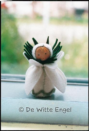 """Набор для изготовления вальдорфской игрушки  """"Маленький подснежник"""", 7 см, De Witte Engel"""