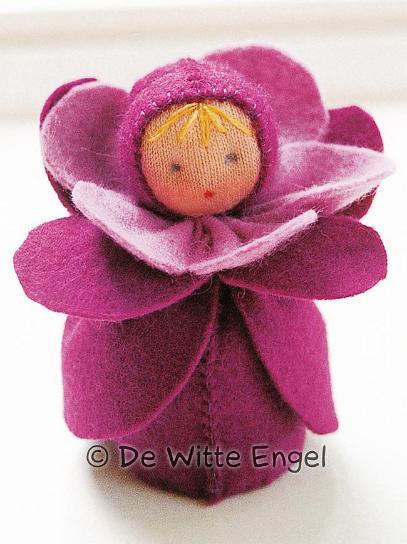"""Набор для изготовления вальдорфской игрушки """"Маленькая фиалка"""", 7 см, De Witte Engel"""