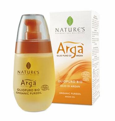 Масло арганы Natures Arga, 50 млFS-00897Масло арганы известно как золото берберов и ценится на протяжении столетий за свои уникальные качества. Масло арганы богато на жирные кислоты, витамины и антиоксиданты. Идеально для ухода за лицом и телом. Масло арганы Natures Arga эффективно справляется с такими недостатками кожи как сухость, обезвоженность, покраснение, потеря эластичности, упругости, мимическими морщинками, мелкими рубцами, растяжками и с недостатками волос: чрезмерная сухость, секущиеся кончики, тусклый цвет. Высокое содержание чистого масла арганы (99,35%) обеспечивает заметный омолаживающий эффект, питание, увлажнение, смягчение кожи, возвращает цветущий вид. Нежный цитрусовый аромат дает немедленное ощущение благополучия и поднимает настроение. Каждой женщине следует всегда носить его с собой как средство от всех проблем.Способ применения:Лицо: нанесите легкими массажными движениями на тщательно очищенное лицо или добавьте в ваш обычный крем. Особенно рекомендуется использовать вечером вместо ночного крема. Масло быстро впитывается. Следует избегать контакта с глазами.Тело: После ванны или душа, нанести массажными движениями на все тело до полного впитывания.Волосы: нанести на сухие или влажные волосы по всей длине, особенно на секущиеся концы для придания блеска и защиты поврежденных волос Питательная восстанавливающая маска: перед применением шампуня нанести на кожу головы и на сухие волосы по всей длине. Слегка помассировать и оставить на 30 минут, затем вымыть шампунем Шелковистый из серии Natures. Маска защищает от сухости из-за воздействия солнца, морской воды и хлора в бассейне. Ногти: для укрепления слабых, ломких, слоящихся ногтей опустите чистые руки в раствор из равных частей чистого масла и лимонного сока на 15 минут. Повторить по мере необходимости, но не реже одного раза в неделю.Массаж: Продукт рекомендован для массажа и самомассажа. Характеристики:Объем: 50 мл.Производитель: Италия.Артикул:60150917.Товар сертифицирован.