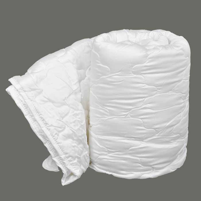 Одеяло Dargez Виктория легкое, 172 см х 205 см96515412Одеяло Dargez Виктория представляет собой чехол из сатина Tencel с наполнителем из волокна Tencel и силиконизированного полиэфирного волокна Вайтелль. Оделяло Dargez Виктория создано специально для тех, кто ценит здоровый сон. Безупречно гладкая поверхность волокна в сочетании с его высокой гигроскопичностью делает его идеальным для людей с чувствительной кожей, не вызывая ее раздражение и поддерживая естественный баланс. Tencel - волокно нового поколения, созданное из древесины на основе последних достижений мембранных технологий и молекулярной инженерии. Благодаря своей уникальной нано-фибрилльной структуре Tencel обладает рядом положительным свойств натуральных и синтетических волокон: мягкостью, прочностью, повышенной терморегуляцией и гигроскопичностью. Вайтелль - новый синтетический наполнитель, обладающий за счет специальной обработки исключительной шелковистостью, повышенными упругими свойствами, а воздушный канал в продольном направлении волокон делает их более пышными и способствует повышенному воздухообмену.Одеяло вложено в текстильную сумку-чехол зеленого цвета на застежке-молнии, а специальная ручка делает чехол удобным для переноски. Характеристики:Материал чехла: сатин Tencel. Наполнитель: 50% Tencel, 50% силиконизированное полиэфирное волокно Вайтелль. Размер одеяла: 172 см х 205 см. Масса наполнителя: 0,79 кг. Размер упаковки: 60 см х 40 см х 15 см. Артикул: 20(34)326. Торговый Дом Даргез был образован в 1991 году на базе нескольких компаний, занимавшихся производством и продажей постельных принадлежностей и поставками за рубеж пухоперового сырья. Благодаря опыту, накопленным знаниям, стремлению к инновациям и развитию за 19 лет компания смогла стать крупнейшим производителем домашнего текстиля на территории Российской Федерации. В основу деятельности Торгового Дома Даргез положено стремление предоставить покупателю широкий выбор высококачественных постельных принадлежностей и текстиля для дома, 