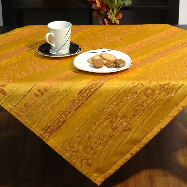 Скатерть Schaefer, квадратная, цвет: желтый, 85x 85 см10503Квадратная скатерть Schaefer выполнена из жаккардовой ткани желтого цвета. Использование такой скатерти сделает застолье более торжественным, поднимет настроение гостей и приятно удивит их вашим изысканным вкусом. Также вы можете использовать эту скатерть для повседневной трапезы, превратив каждый прием пищи в волшебный праздник и веселье. Характеристики:Материал: 100% полиэстер. Размер скатерти:85 см х 85 см. Цвет: желтый. Артикул:06397-100. Немецкая компания Schaefer создана в 1921 году. На протяжении всего времени существования она создает уникальные коллекции домашнего текстиля для гостиных, спален, кухонь и ванных комнат. Дизайнерские идеи немецких художников компании Schaefer воплощаются в текстильных изделиях, которые сделают ваш дом красивее и уютнее и не останутся незамеченными вашими гостями. Дарите себе и близким красоту каждый день!УВАЖАЕМЫЕ КЛИЕНТЫ! Обращаем ваше внимание, что в комплектацию товара входит только скатерть, остальные предметы служат лишь для визуального восприятия товара.
