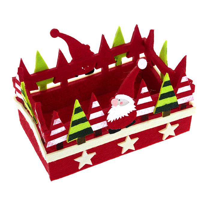 Корзинка House & Holder 117049115510Корзинка House & Holder прямоугольной формы, выполненная из фетра, идеально впишется в интерьер вашей кухни. Корзинка декорирована фигурками Санта-Клауса, елками и звездочками. Такая корзинка позволит красиво и удобно разместить на столе фрукты, конфеты, печенье. Характеристики:Материал: фетр. Размер:20,5 см х 13 см х 13 см. Производитель:Китай. Артикул:117049.