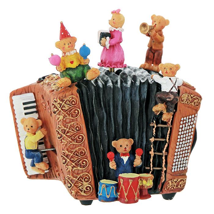 Декоративное музыкальное украшение Медвежата. Ф21-1684a030041Музыкальное украшение представляет собой аккордеон, на котором сидят шесть забавных медвежат. Украшение имеет музыкальный механизм при заводе, которого оно начинает играть приятную мелодию, а две фигурки медвежат сверху и снизу начинают двигаться. Оригинальный дизайн украшения, несомненно, привлечет внимание. Кроме того, такое музыкальное украшение - отличный вариант подарка для ваших близких и друзей. Характеристики:Материал:полеризина. Размер украшения (без фигурок): 13 см х 8,5 см х 10 см. Высота фигурки: 4,5 см. Размер упаковки: 17,5 см х 14,5 см х 14,5 см. Изготовитель: Китай. Артикул:Ф21-1684.