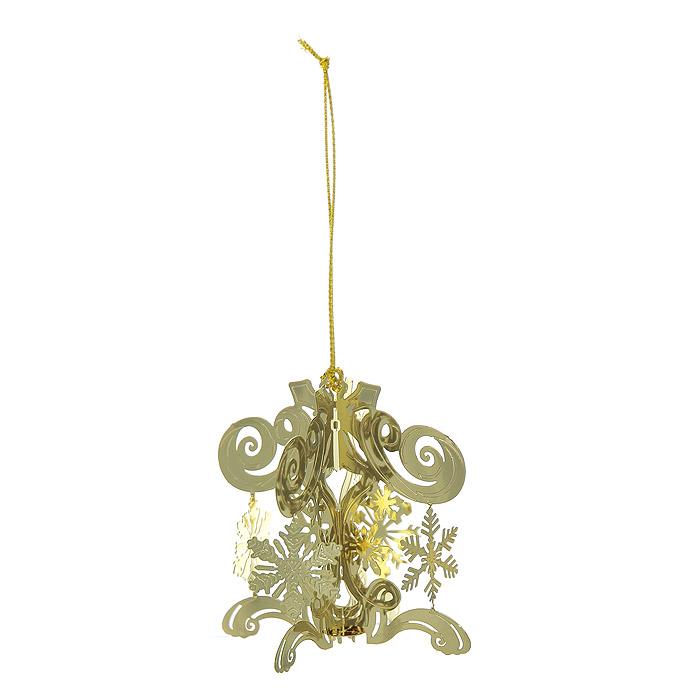 Новогоднее подвесное украшение Снежинки, цвет: золотистый. 2509826522Новогоднее подвесное украшение Снежинки, выполненное из золотистого металла, украсит интерьер вашего дома или офиса в преддверии Нового года. Оригинальный дизайн и красочное исполнение создадут праздничное настроение. Новогодние украшения всегда несут в себе волшебство и красоту праздника. Создайте в своем доме атмосферу тепла, веселья и радости, украшая его всей семьей. Характеристики:Материал:металл. Размер украшения:5,5 см х 5,5 см х 6 см. Размер упаковки:6 см х 6 см х 6 см. Изготовитель:Китай. Артикул:25098.