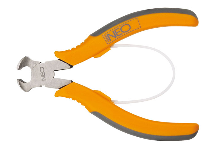 Кусачки торцевые Neo, 11,5 см2706 (ПО)Кусачки торцевые Neo предназначены для перекусывания закаленной проволоки, снятия изоляции и других работ.Кусачки имеют обрезиненные ручки и увеличенные режущие кромки, закаленные дополнительно индуктивным методом. Твердость режущих кромок 55-60 HRC. Оптимальная сила благодаря высокому отношению плеч рычагов. Характеристики:Материал:резина, металл. Длина кусачек:11,5 см. Размер кусачек:11,5 см х 5 см х 2 см. Размер упаковки: 20 см х 8,5 см х 2 см.