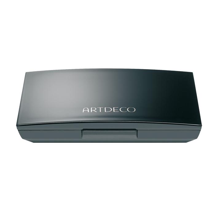 Artdeco Футляр для теней и румян Beauty Box Quattro, 40 г1301203Магнитный футляр Artdeco Beauty Box Quattro обладает оригинальной системой косметической мозаики. Создайте свою собственную палитру для макияжа! Магнитная основа футляра позволяет очень легко без специального инструмента менять и комбинировать по-новому блоки теней и румян. В этом футляре вы можете хранить 4 оттенка теней или комбинировать 1 оттенок теней и 1 оттенок румян. Футляр имеет большое удобное зеркало, есть место для аппликатора. Характеристики:Вес: 40 г. Размер футляра: 8,2 см х 5,4 см х 1,5 см. Размер упаковки: 8,5 см х 5,6 см х 1,5 см. Артикул: 5140. Производитель: Германия. Товар сертифицирован.