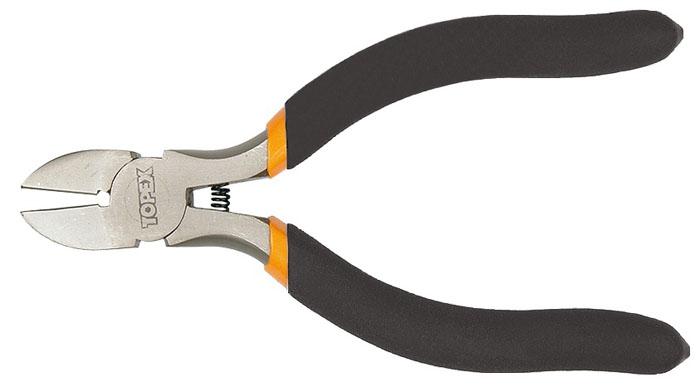 Бокорезы Topex, 11,5 см2706 (ПО)Бокорезы Topex предназначены для резки провода из меди, алюминия и других цветных металлов. Изделие изготовлено из инструментальной стали и оснащено удобными эргономичными рукоятками. Характеристики: Материал: пластик, металл. Размеры: 11,5 см х 8 см х 1 см. Длина ручки: 7 см. Размеры упаковки: 19 см х 8 см х 1 см.