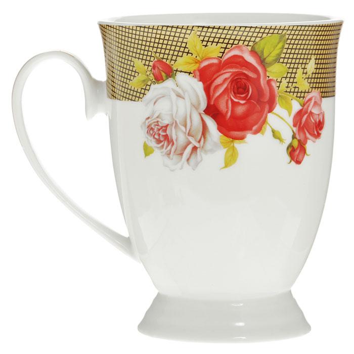 Кружка Галерея роз, цвет: белый, 270 мл115510Кружка Галерея роз, изготовленная из высококачественного фарфора белого цвета, декорирована рисунком красных и белых роз, а также покрыт золотистой эмалью в виде изящных линий. Такая кружка придется по вкусу ценителям утонченности и изысканности. Кружка Галерея роз послужит не только приятным подарком, но и практичным сувениром. Оригинальная кружка упакована в стильную подарочную коробку из плотного картона синего цвета с логотипом компании. Характеристики:Материал: фарфор. Цвет: белый. Диаметр кружки по верхнему краю: 8 см. Высота кружки:11 см. Объем кружки:270 мл. Размер упаковки: 12,5 см х 9 см х 12 см. Артикул: 222155C.