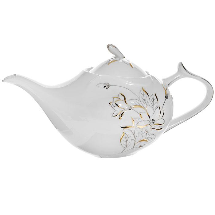 Чайник Палаццо, цвет: белый, 1 л115510Чайник Палаццо с крышкой изготовлен из фарфора белого цвета. Он имеет изящную форму и декорирован барельефом цветков с золотистой и серебристой эмалью. Чайник сочетает в себе изысканный дизайн с максимальной функциональностью. Красочность оформления придется по вкусу и ценителям классики, и тем, кто предпочитает утонченность и изысканность.Чайник Палаццо упакован в подарочную коробку с логотипом компании.Высота чайника (без крышки): 12 см.Размер чайника (без носика и ручки): 15 х 13 см.