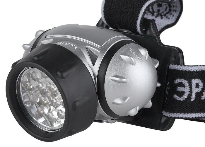 Налобный светодиодный фонарь ЭРА G14KOCAc6009LEDНалобный фонарь ЭРА G14 пригодится при работе в затемненных местах, ночной прогулке. Тканевый ремешок обеспечит комфорт при длительном ношении. Характеристики:Материал:пластик, металл. Размер упаковки: 18 см х 13 см х 8 см. Размер фонаря: 7 см х 4 см х 5 см.