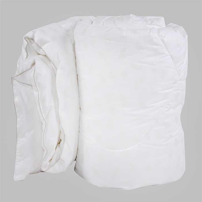 Одеяло Verossa, наполнитель: искусственный лебяжий пух, 140 см х 205 см. 169518531-105Одеяло Verossa обеспечит вам здоровый сон и комфорт.Для изготовления одеяла в качестве наполнителя используется искусственный лебяжий пух, смоделированный по аналогии с натуральным пухом. Искусственный лебяжий пух является гипоаллергенным, препятствующий возникновению бактерий и образованию пылевого клеща. Уникальный сверхтонкий наполнитель делает одеяло лёгким, воздушным с отличной терморегуляцией. Пуходержащий перкаль, выполненный по европейской технологии с отделкой White on white (белое по белому)обеспечит устойчивость к многократным стиркам и неизменность качества.Одеяло упаковано в прозрачный пластиковый чехол на змейке с ручкой, что является чрезвычайно удобным при переноске. Характеристики:Материал чехла: 100% хлопок. Наполнитель: 100% полиэстер (искусственный лебяжий пух). Масса наполнителя: 300 г/м2. Размер одеяла: 140 см х 205 см. Размер упаковки:60 см x 48 см x 23 см. Изготовитель: Россия.