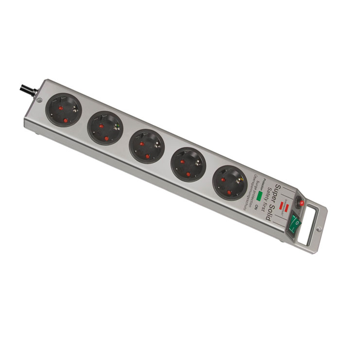 Сетевой фильтр Super-Solid Line универсальный, 5 гнезд, 2,5 м, цвет: серый1152900Сетевой фильтр Super-Solid Line с удобно расположенными розетками позволяет подключать до 5 устройств. Защищает ценные электроприборы от перенапряжения и попадания косвенных молний. Высокое качество, надежность и безопасность, резиновые ножки.