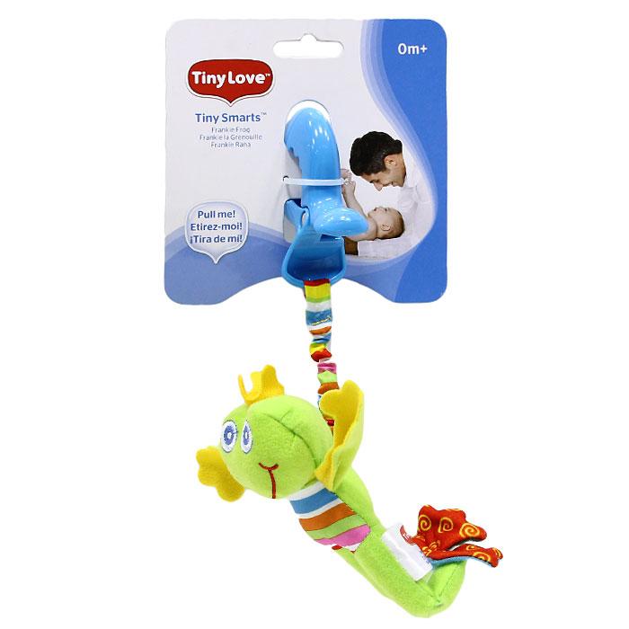 """Мягкая игрушка-подвеска """"Лягушонок Френки"""" выполнена из текстильного материала различных цветов и фактур в виде светло-зеленого лягушонка с короной на голове. Задние лапки лягушонка содержат шуршащий элемент, внутри головы игрушки спрятана сфера, мягко гремящая при тряске. К лягушонку крепится текстильная веревочка. Если игрушку потянуть вниз, то она начнет вибрировать до тех пор, пока веревочка не вернется в исходное положение. С помощью пластиковой прищепки игрушку легко можно прикрепить к кроватке, коляске или игровой дуге малыша. Игрушка подвеска """"Лягушонок Френки"""" поможет ребенку в развитии цветового и звукового восприятия, мелкой моторики рук, координации движений и тактильных ощущений."""