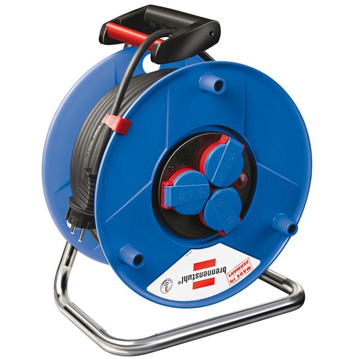 Удлинитель на катушке Garant IP 44, 3 гнезда, 50 м, цвет: синий1153300120Удлинитель на катушке Garant IP 44 изготовлен из специального противоударного пластика на оцинкованной раме, идеальный помощник как на даче так и в квартире. Степень защиты IP44 позволяет использовать удлинитель в условиях, когда он подвергается воздействию брызг воды. Имеется удобная ручка для переноса.