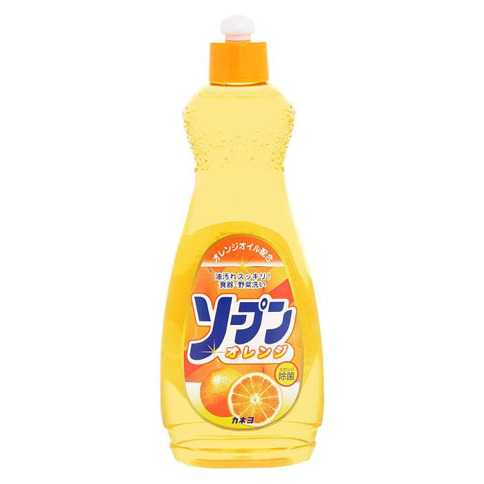 Жидкость для мытья посуды Kaneyo, сладкий апельсин, 600 мл4600296000737Жидкость Kaneyo с приятным апельсиновым ароматом предназначена для мытья посуды, кухонной утвари и дезинфекции губок для мытья посуды.Обладает антибактериальным действием и удаляет любые неприятные запахи, например, с разделочных досок. Великолепно справляется с жиром даже в холодной воде. Благодаря содержанию моющих компонентов растительного происхождения, средство очень мягко воздействует на кожу рук, не раздражая ее. Подходит для мытья овощей и фруктов. Характеристики:Объем: 600 мл. Артикул: 201048. Товар сертифицирован.