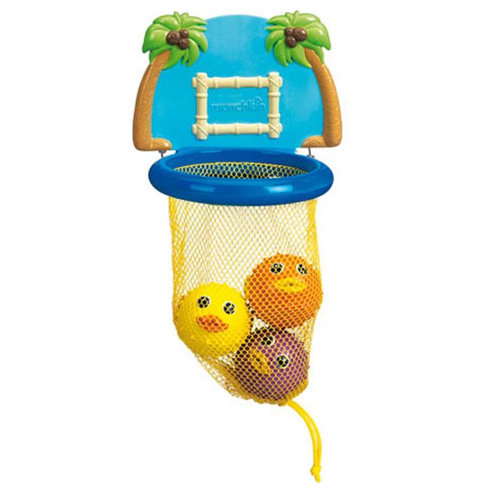 """Игровой набор для ванной Munchkin """"Баскетбол"""" непременно понравится вашему ребенку и превратит купание в веселую игру! Набор включает в себя баскетбольное кольцо с сеткой, которое крепится к стене в ванной при помощи двух присосок, щит, оформленный пальмами и три симпатичные мягкие рыбки-фугу. Малыш сможет забрасывать круглых рыбок в кольцо как настоящий баскетболист. Если сначала набрать воду в рыбок, а потом нажать на них, то изо рта брызнет тонкая струя воды, что, несомненно, развеселит вашего малыша. Игровой набор для ванны """"Баскетбол"""" способствует развитию воображения, цветового восприятия, тактильных ощущений, мелкой моторики рук и координации движений."""