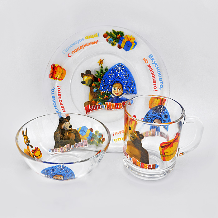 """Набор детской стеклянной посуды """"Маша и Медведь: Новый год!"""" привлечет внимание вашего ребенка и не позволит ему скучать. Набор состоит из чашки, салатника и тарелки. Посуда оформлена изображением любимых героев мультфильма """"Маша и Медведь"""". Ваш малыш с удовольствием будет кушать вместе с любимыми героями. Предметы набора допустимо использовать в микроволновой печи."""