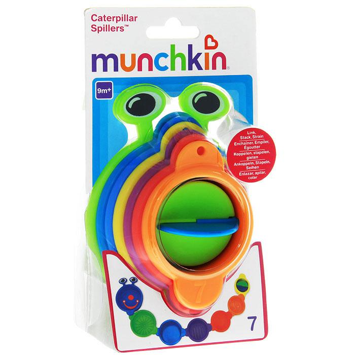 """Игрушка для ванны Munchkin """"Пирамидка-гусеница"""" непременно понравится вашему ребенку и превратит купание в веселую игру! Игрушка собирается из семи пластиковых разноцветных стаканчиков. Их можно поставить друг на друга и получится пирамидка. А можно соединить друг с другом, собрав забавную гусеницу. Стаканчики пронумерованы и имеют отверстия различных форм, через которые можно процеживать воду. Внутри маленького стаканчика расположена вертушка. Игрушка для ванны """"Пирамидка-гусеница"""" способствует развитию воображения, тактильных ощущений и мелкой моторики рук, знакомит ребенка с понятиями цвета и размера предмета."""