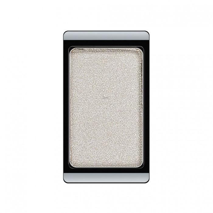 Artdeco Тени для век, перламутровые, 1 цвет, тон №15, 0,8 гSC-FM20104Перламутровые тени для век Artdeco придадут вашему взгляду выразительную глубину. Их отличает высокая стойкость и невероятно легкое нанесение. Это профессиональный продукт для несравненного результата! Упаковка на магнитах позволяет комбинировать тени по вашему выбору в элегантные коробочки. Тени Artdeco дарят возможность почувствовать себя своим собственным художником по макияжу! Характеристики:Вес: 0,8 г. Тон: №15. Производитель: Германия. Артикул: 30.15. Товар сертифицирован.