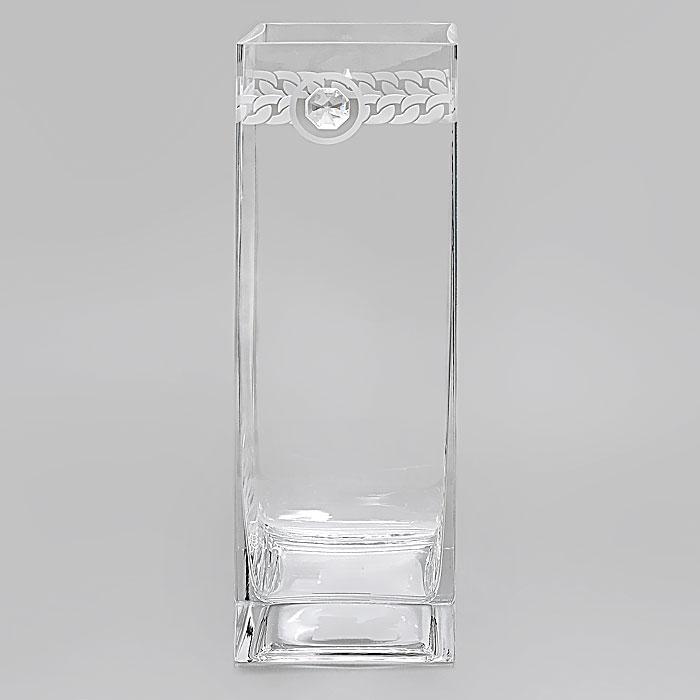 Вазон Deco-Glass, высота 30 см. АС 04118/0305/АА-Х1033АС 04118/0305/АА-Х1033Элегантный вазон Deco-Glass изготовлен из высококачественного прозрачного стекла. Вазон декорирован прозрачным кристаллом фирмы Swarovski и рельефным матовым узором по верху. Эксклюзивный вазон подчеркнет оригинальность интерьера и прекрасный вкус хозяина. Создайте в своем доме атмосферу уюта, преображая интерьер стильными, радующими глаза предметами. Также вазон может стать хорошим подарком вашим друзьям и близким. Если вазон будет использоваться для цветочных композиций, то необходимо, чтобы вода находилась, по крайней мере, на 1 сантиметр ниже кристалла. Характеристики:Материал:стекло, кристалл Swarovski. Размер вазона: 30 см х 10 см х 10 см. Размер упаковки: 30,5 см х 14 см х 14,5 см. Артикул: АС 04118/0305/АА-Х1033.