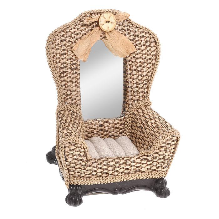 Подставка для колец Кресло, цвет: светло-коричневый. 28880DEC002FОригинальная подставка для колец Кресло благодаря своей практичности и необычности станет не только идеальным подарком представительнице прекрасного пола, но и изысканным украшением интерьера. Подставка выполнена в виде кресла в старинном стиле и имеет отделение с валиками для колец. Подставка изготовлена из полистоуна, стилизована под плетеную мебель и декорирована тесьмой и зеркальной вставкой. Характеристики:Материал: полистоун, текстиль, стекло. Размер подставки: 10,5 см х 8,5 см х 14 см. Размер упаковки: 11,5 см х 9,5 см х 16,5 см. Артикул: 28880.